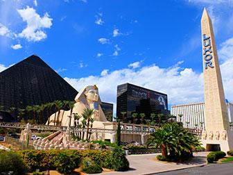 Bus touristique Big Bus à Las Vegas - Luxor Hotel
